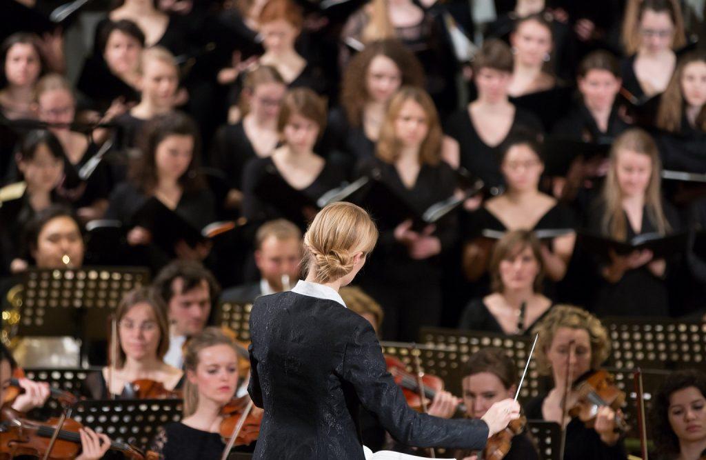 Der Universitätschor München unter der Leitung von Anna Verena Egger
